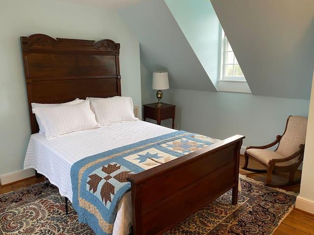 Third Bedroom, queen bed