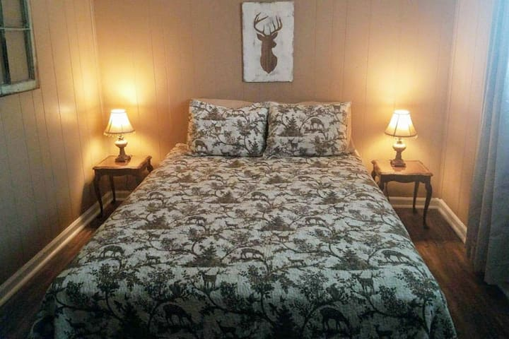 Lake House Bed 2, Queen