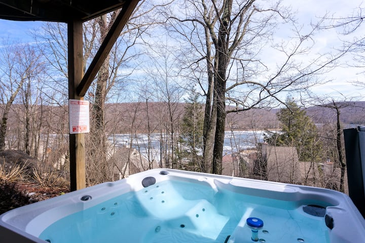 Amazing Views! 4 Bed/4.5 Bath, Wisp/Lake+Hot Tub