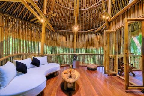 Family Short Getaway Stay in Cozy Bamboo Villa