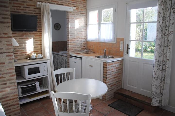 """Chambre """"Gartempe"""", cuisinette et entrée privée"""