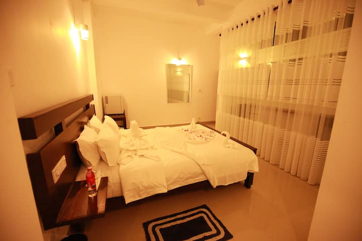Lavenro Hotel - Deniyaya (Deluxe Double Room AC)