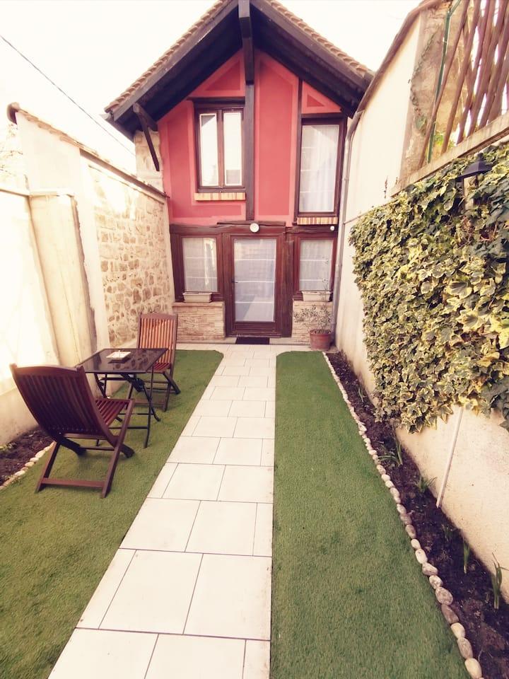 Maison 30 m2 avec jardin entre Insead et château