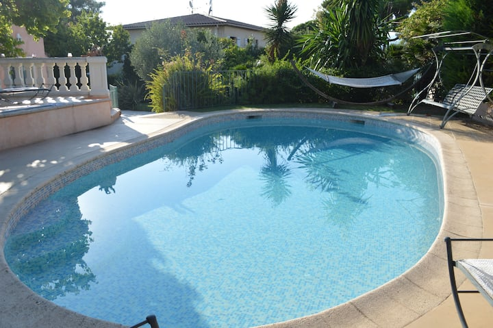 Chambre cirocco dans jolie villa avec piscine.