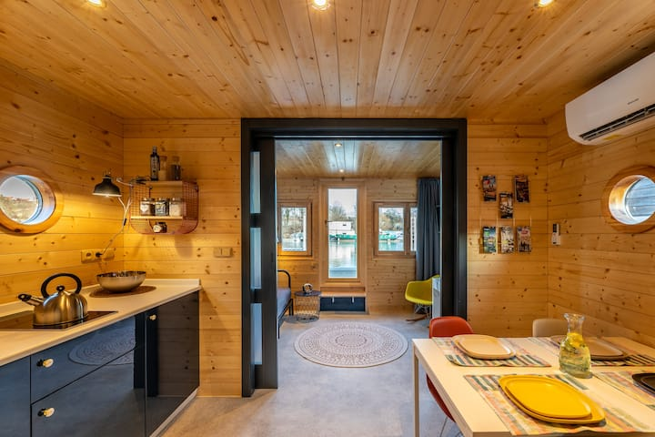✭Newly designed elegant houseboat/w huge terrace✭