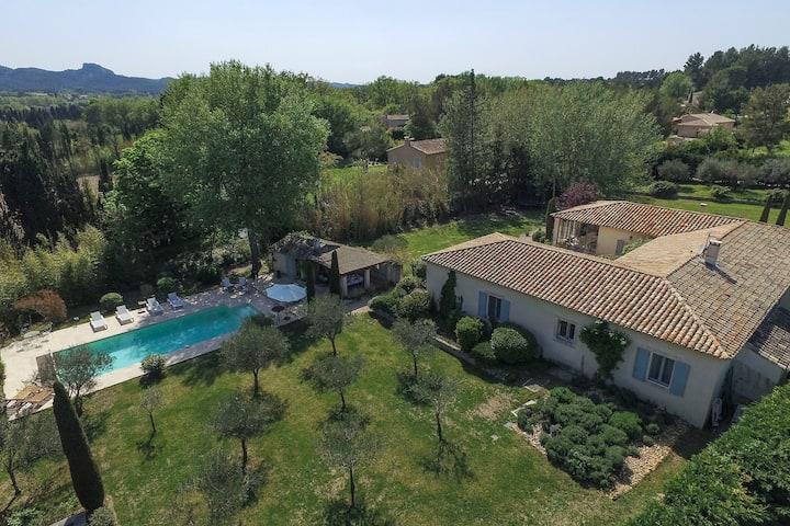 Villa Luxe piscine chauffée et clim village 3 min