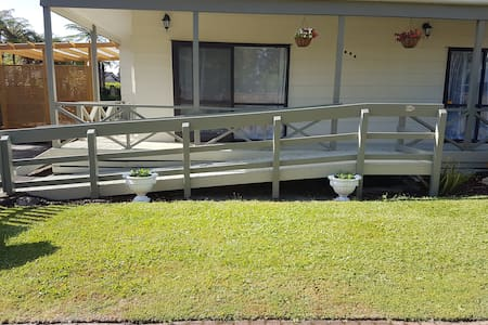 wheelchair ramp, acess through to lounge or bedroom 2