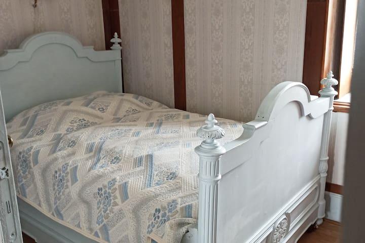 Deuxième chambre. Passage par la première chambre
