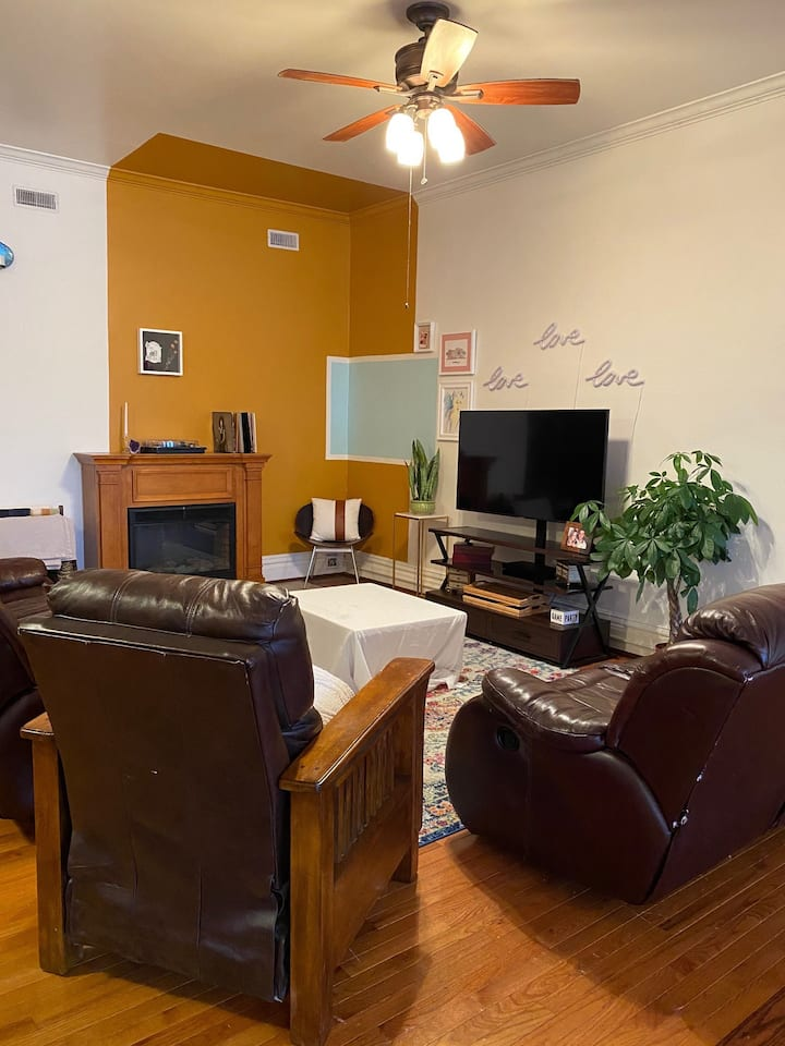 Kindred Apartment on the Square