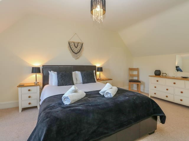 Master bedroom.   All beds boast egyptian cotton bedding and soft fluffy towels
