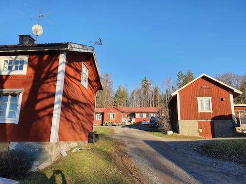Egen stuga på levande lantgård i Järnboås, Nora