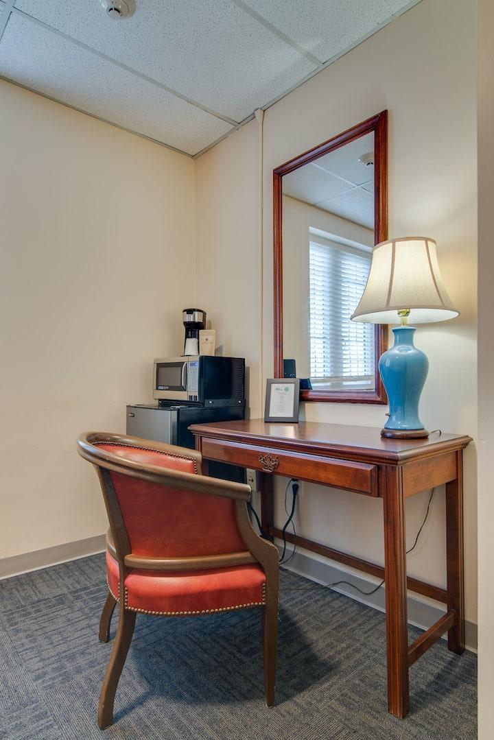 Converted Studio Apartment GREAT LOCATION