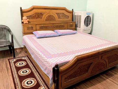 Budget Stay in Jhansi City Centre