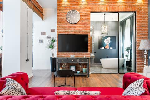 Post Office Apartment on Pedestrian Touristic Zone