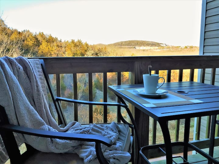 The Treetop🌳Renovated⭐Views!💕Awesome Location