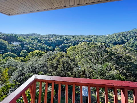 3 Level Treehouse with Views & Huge Deck