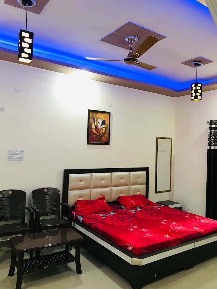 Hill View ,1-BHK, Furnished flat near Ganga River