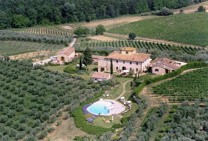 Villa Sole del Chianti with pool and spa, 12 pax