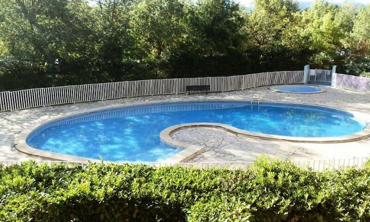 Appartement moderne avec piscine - 300m plage