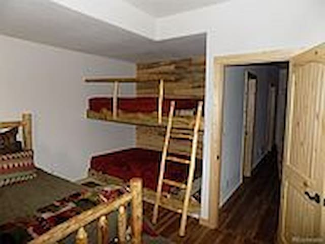 Downtairs guest room W/ 2 queen bunk beds
