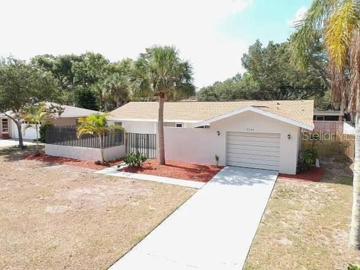 Harbor Heights Pet Friendly and close to the Beach
