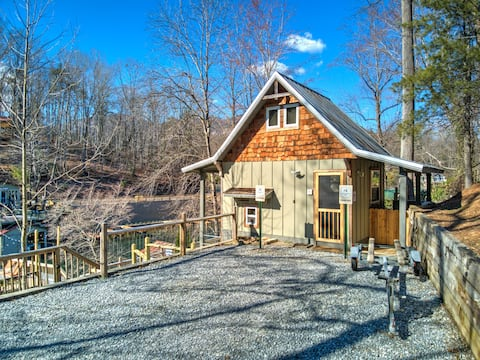 Hummingbird House on Lake Lure w/Lake Access