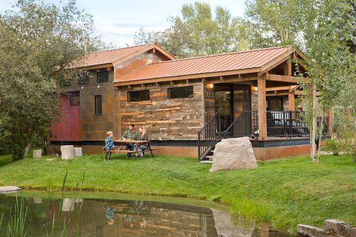 Luxury Cabin at Fireside Resort - Caboose Cabin
