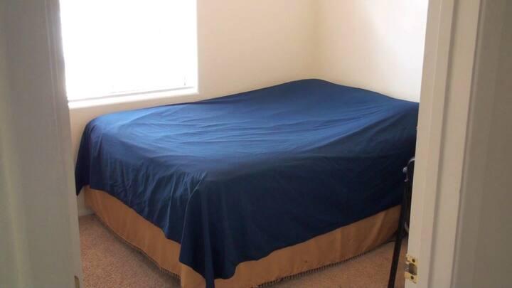 Cozy private bedroom in Prescott Valley