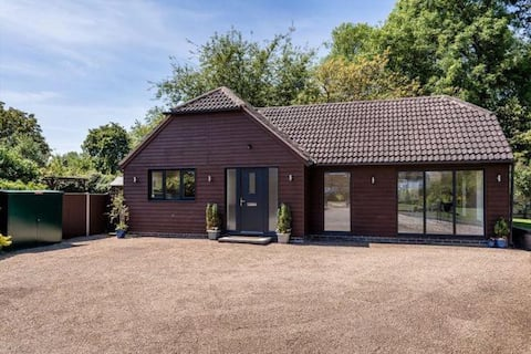 River's Lodge, modern 2 bedroom detached lodge