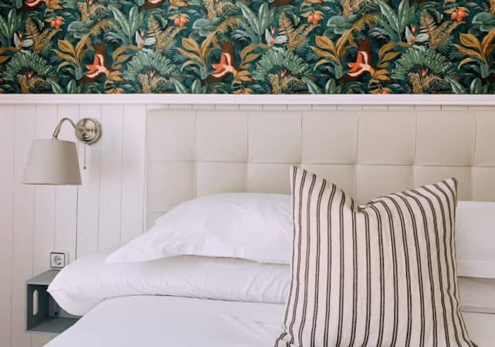 Guesthouse -Habitacion con Balcon y baño privado