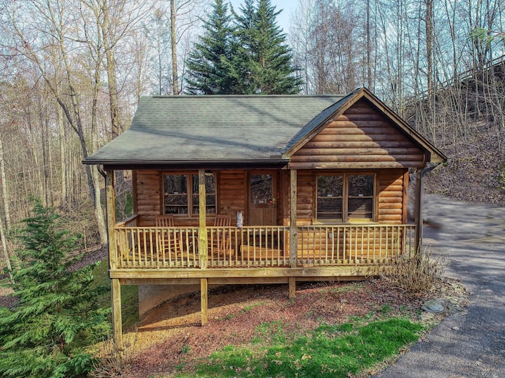 Private Cabin w Hot Tub, in Gatlinburg! Rare Find!