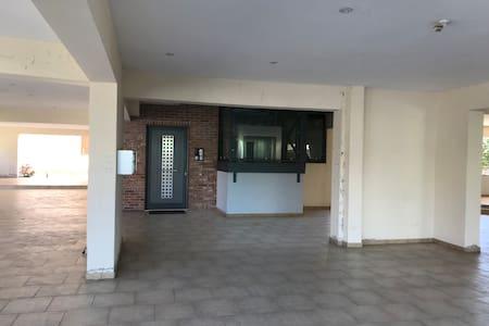 출입문까지 계단이나 문턱이 없이 이동 가능