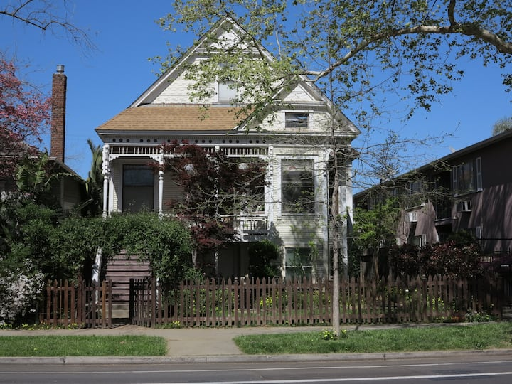 Victorian walkable from Capitol and Downtown