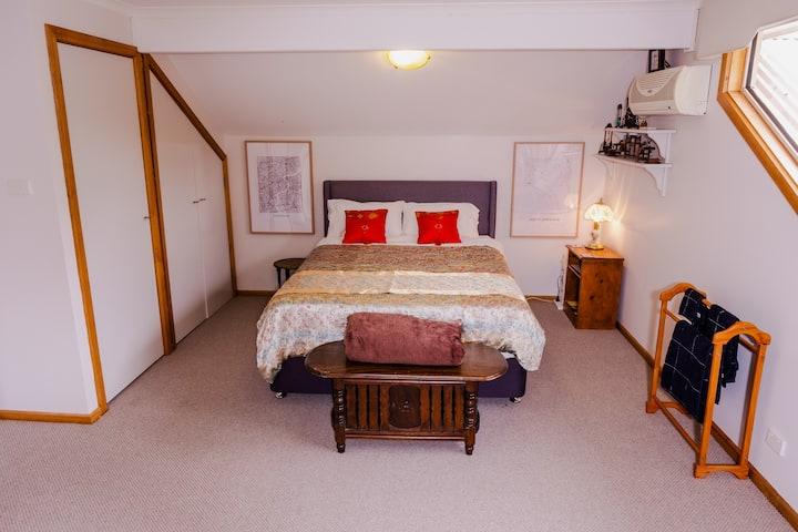 Gippsland Gateway BnB spacious East room