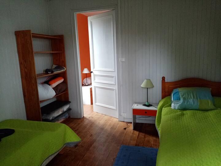 La petite chambre en bois (draps optionnels)