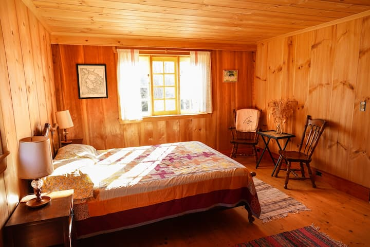 Pvt room East for 2-3 guests at Deer Isle Hostel