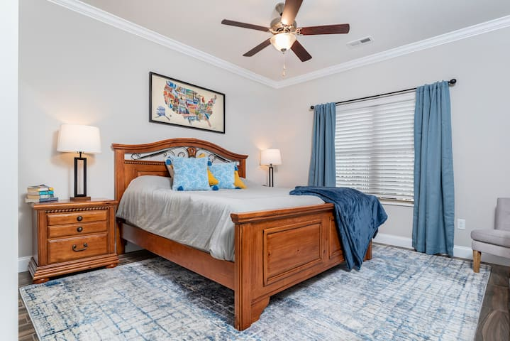 King bedroom with attached bathroom