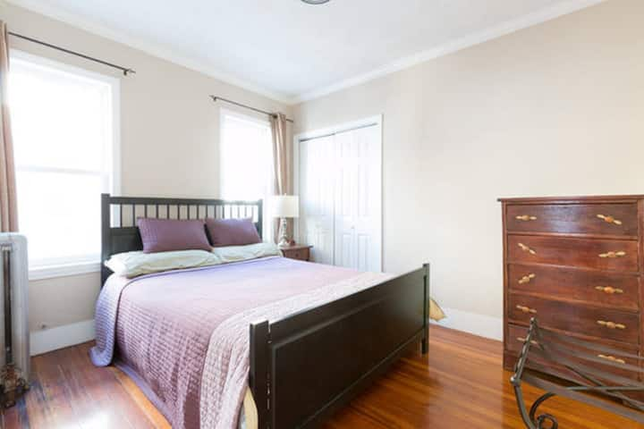 Nice Room Close to T and Boston (1B)