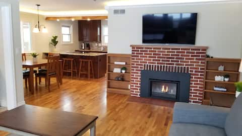 Family friendly 2bd home w/KING bed +fireplace CDA