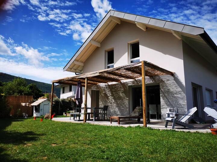 Jolie maison près du lac d'Annecy et des montagnes