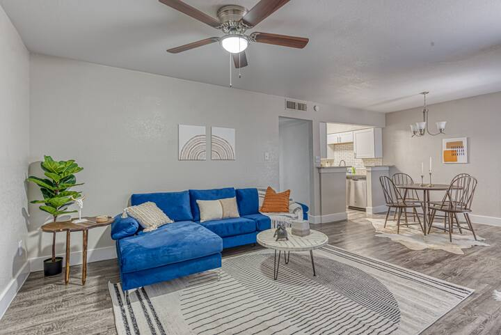 ★NEW+Modern | Dwntwn walk to AT&T | Parking+Pets★
