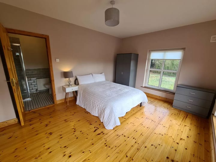 Ensuite double room  mins from Annacotty
