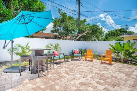 Sunny Delight 2...Large fenced patio, beach gear!