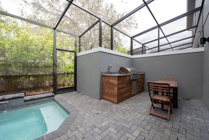 Comfortable 4 beds home with pool/BBQ near Disney!