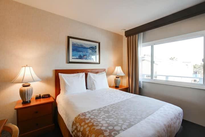 Queen Bed Newport Beach