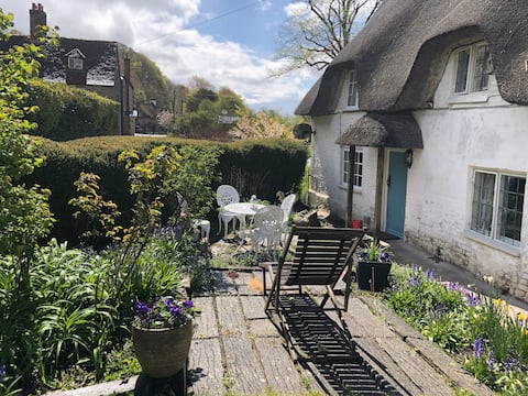 Pretty Self-Contained  Thatched Annexe in  Dorset