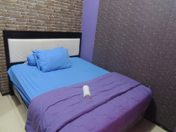 Purplish Room Style at Ungu Nasional 2 Hotel