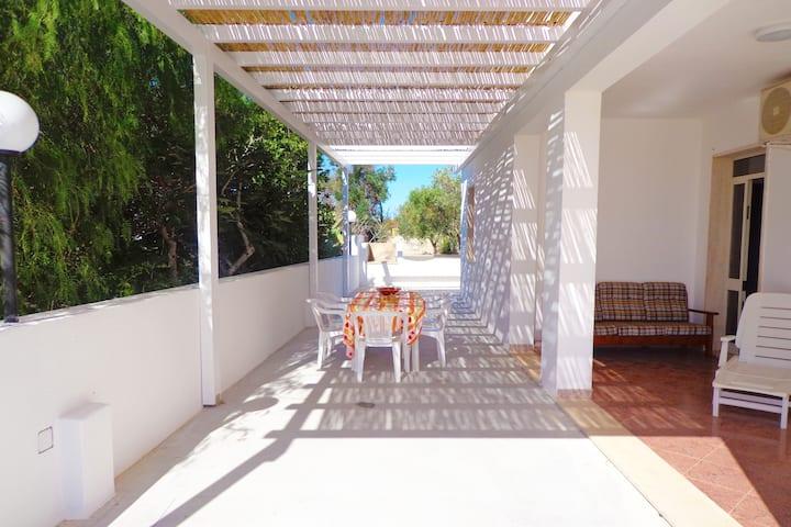 Villetta indipendente con giardino 400m dal mare