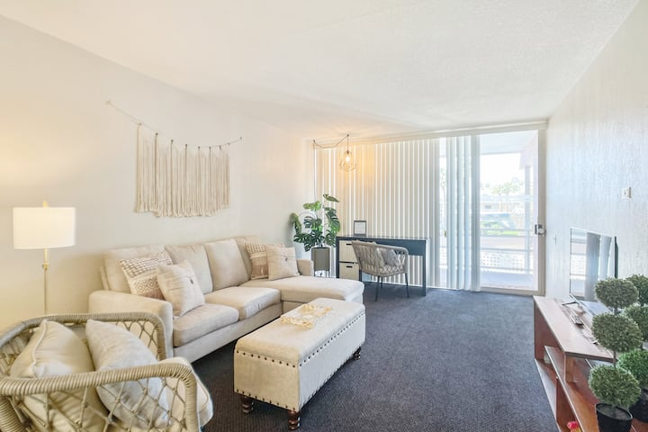 New!  King Bed with Pool Walk to DT Scottsdale