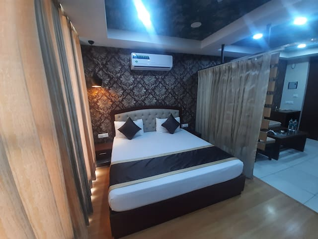 King Size Big Bed 72×75 For Your Stay+4to5 Persons Private Meeting Area With Privacy and Basic Pentry With Refrigerator Microwave Sandwiche Maker Electric Cattle Cutarlies and Tea Coffee Green Tea 2×1LTR Water Bottles Light Snacks All Complimentary..